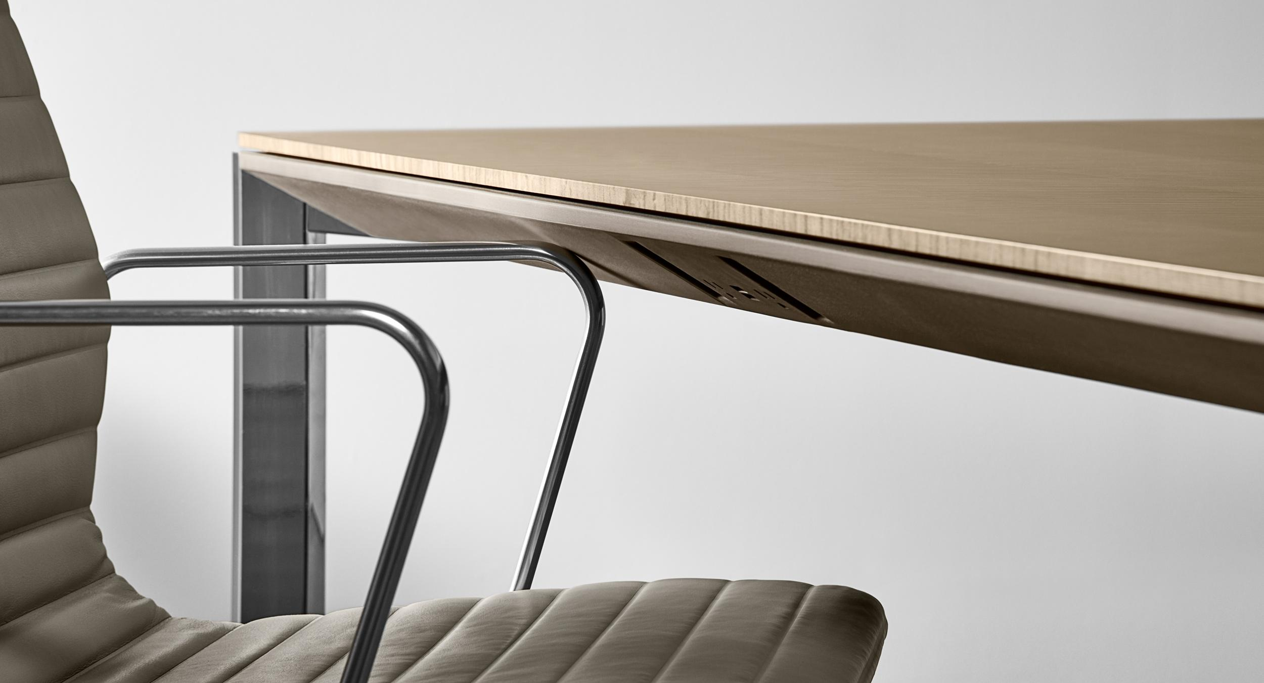 The revolutionary soft Halo edge protects both table and chair from damage.