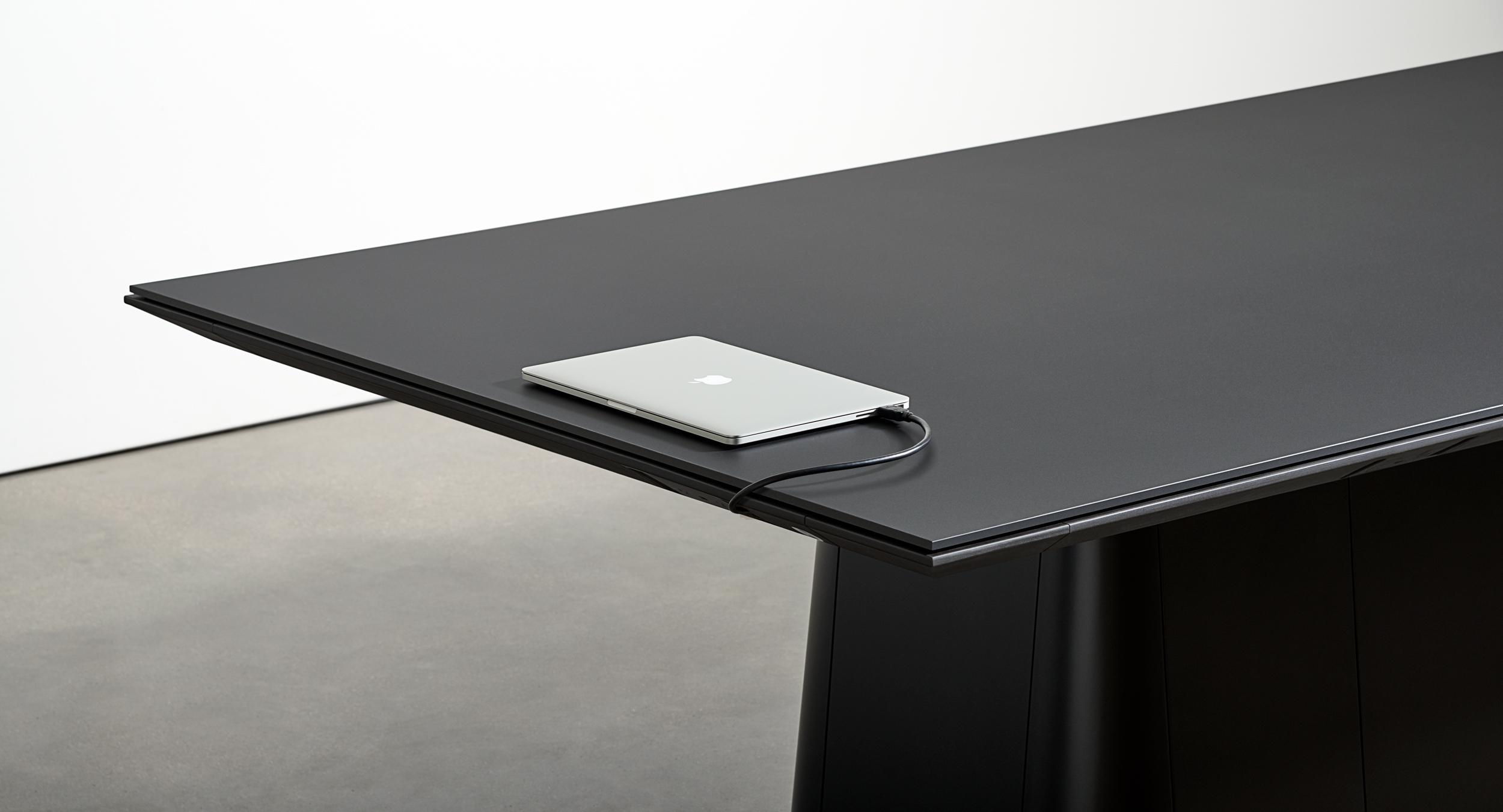 The revolutionary Halo soft edge provides protection for table and chair while delivering vital connectivity.