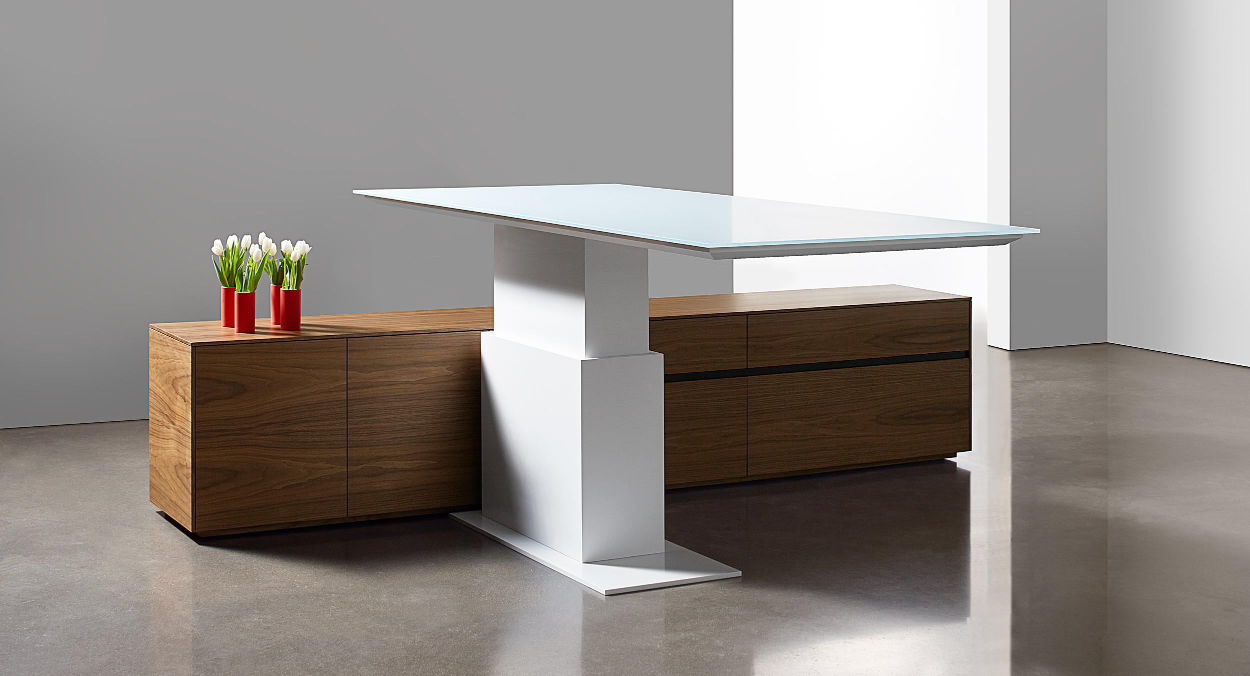 This adjustable-height desk features a cantilevered surface and refined minimalism.