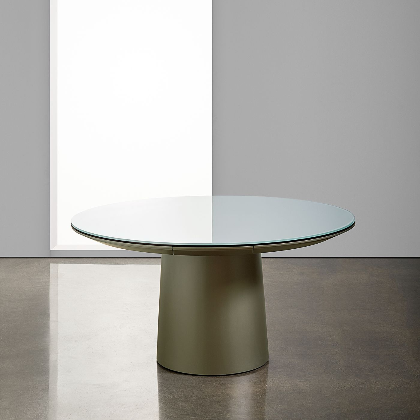 A round tapered base table offers modern simplicity and connectivity.