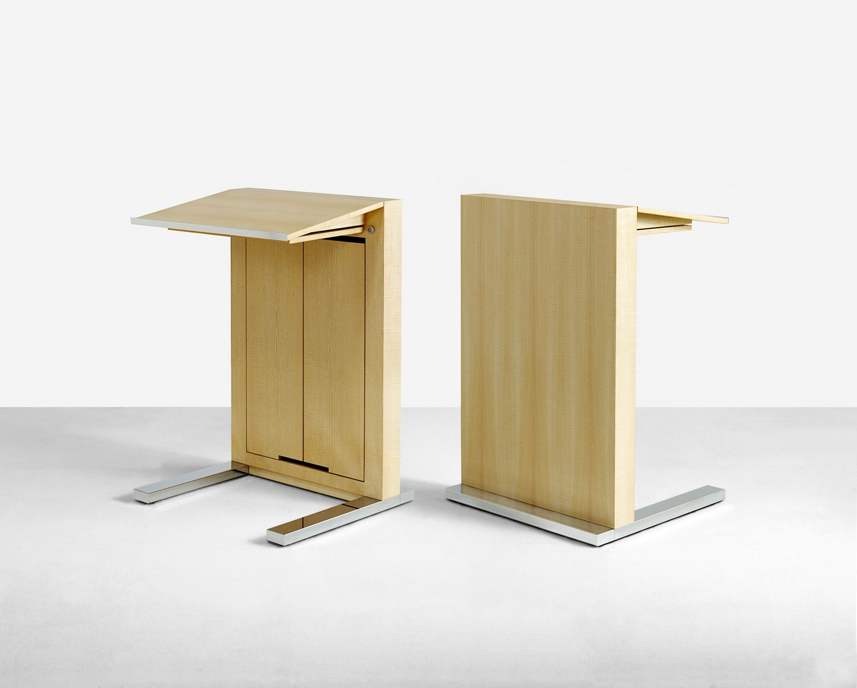 Motus Mobile lectern with swivel shelf.