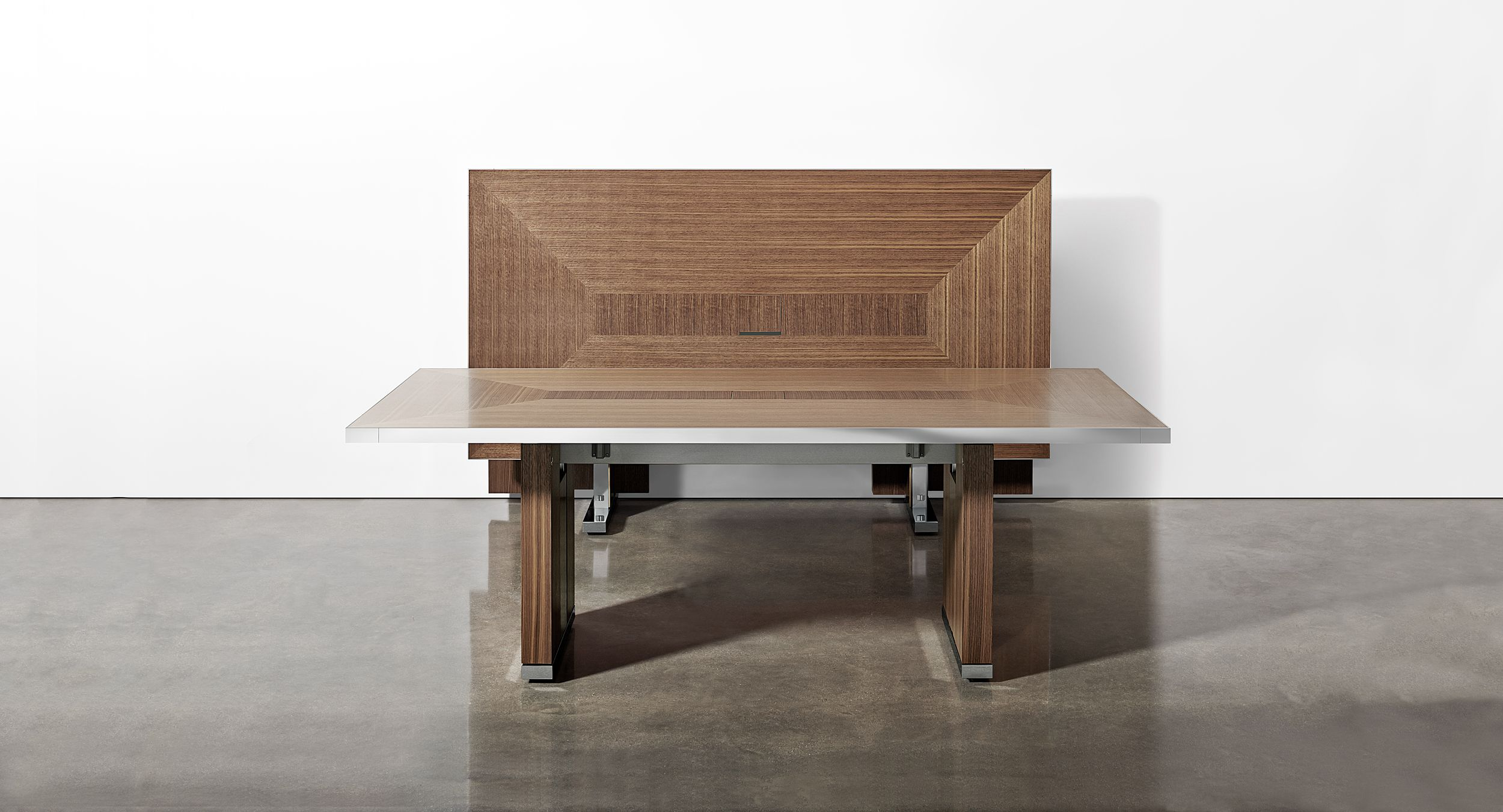Motus mobile tables with veneer pattern surface