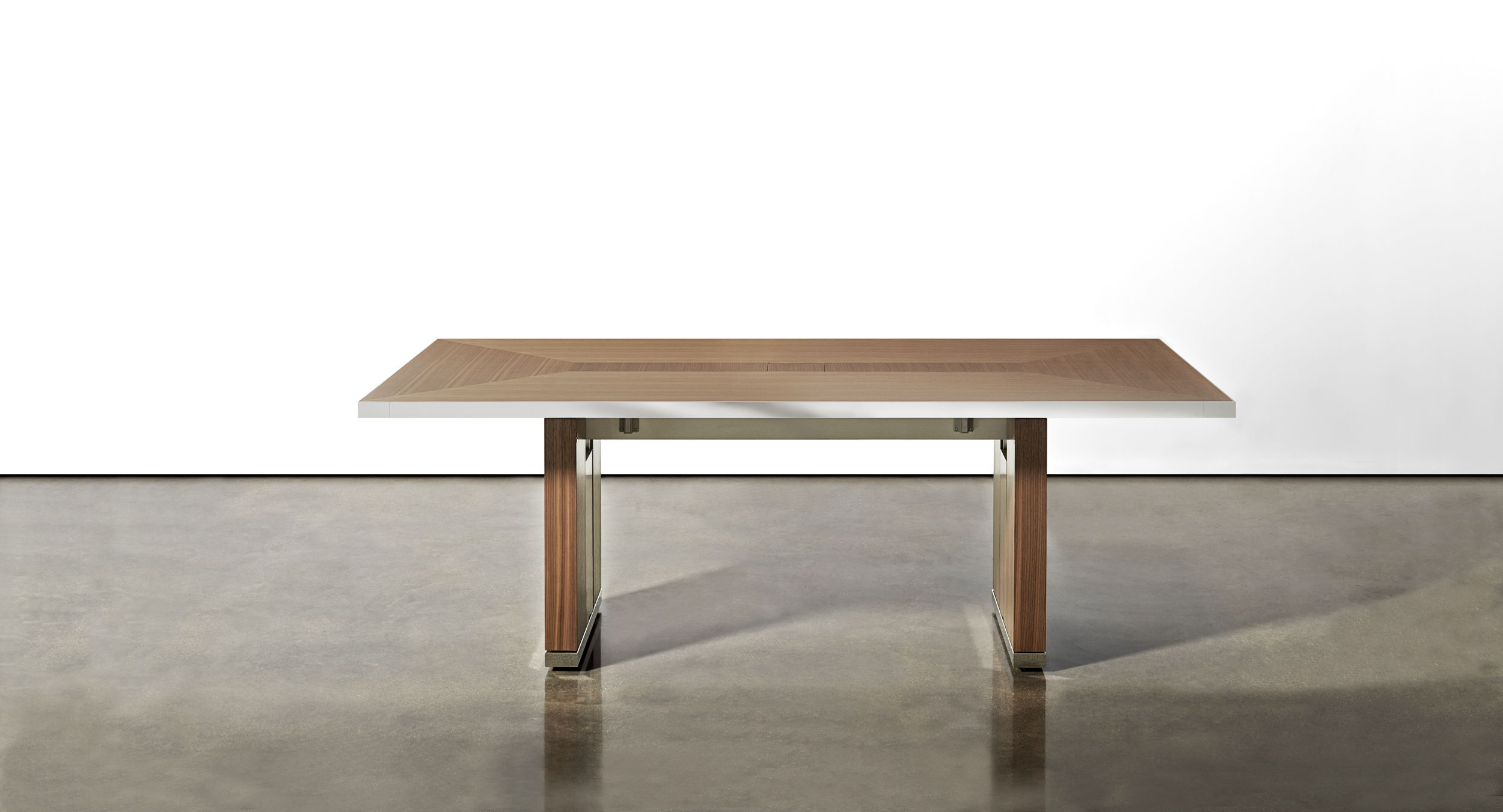Motus mobile table with veneer pattern surface