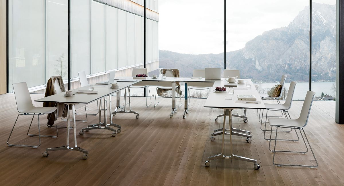 With effortless table ganging, daisy-chained power, and Extron data compatibility, SKILL performs in your flexible meeting spaces.